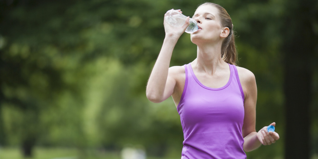 o-WOMAN-IN-WORKOUT-CLOTHES-DRINKING-WATER-facebook